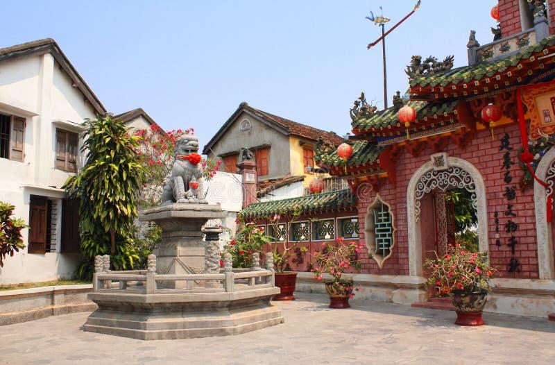 Forntida lejonstaty, kinesisk tempel Quan Cong, Hoi An, Vietnam arkivbild