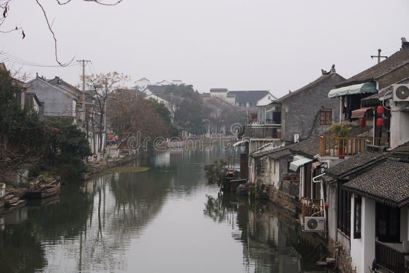 Forntida liten kinesisk by nästan Shanghai Kina arkivbild