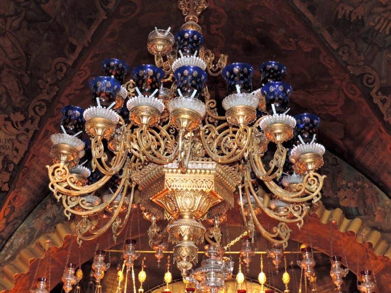 Forntida ljuskrona i kyrkan av den heliga griften, Jerusalem fotografering för bildbyråer