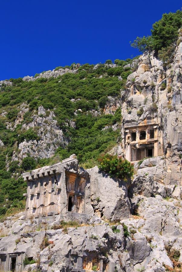 Forntida lycian tombs i Myra royaltyfri fotografi