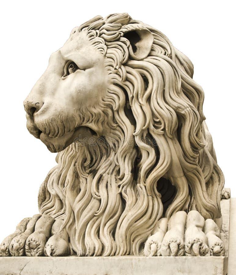 Forntida marmorstaty av en male lion arkivbilder
