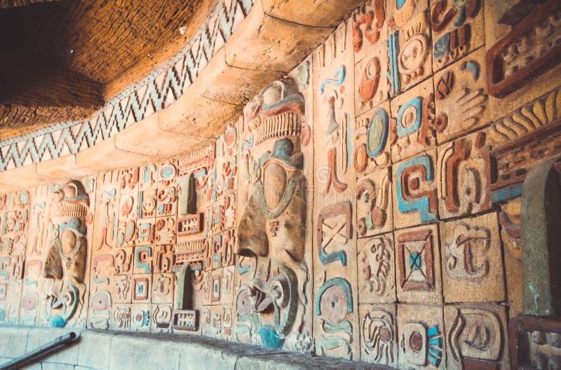 Forntida maya- och aztecsmodell royaltyfri foto
