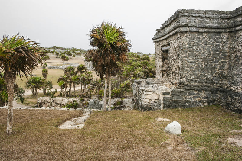 Forntida Mayan arkitektur och Ruins som lokaliseras i Tulum, Mexico av arkivfoto