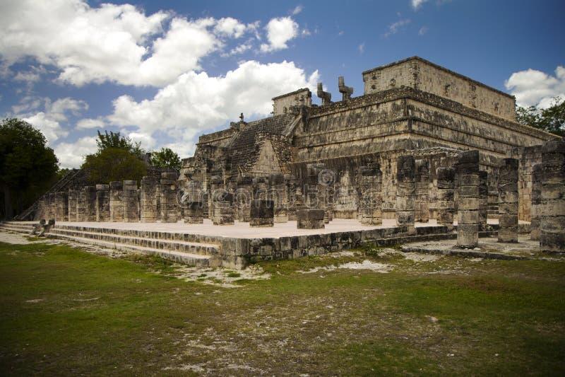 Forntida Mayan tempel som används för ritualer i Chichen Itza Mexico fotografering för bildbyråer