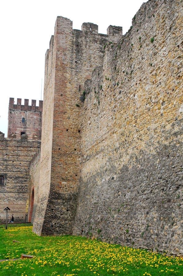 Forntida medeltida väggar av Marostica i Vicenza i Veneto (Italien) fotografering för bildbyråer