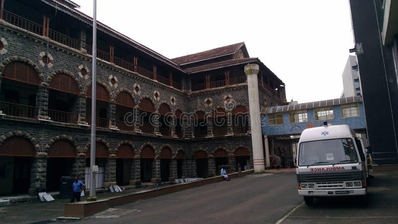Forntida militärt sjukhus i colabaen, mumbai royaltyfri bild