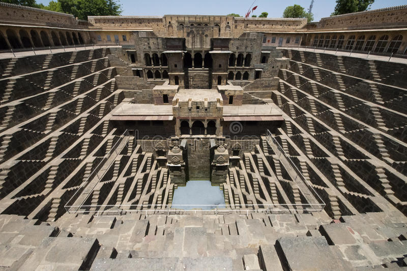 Forntida moment väl, dragning för turist- lopp i Indien fotografering för bildbyråer