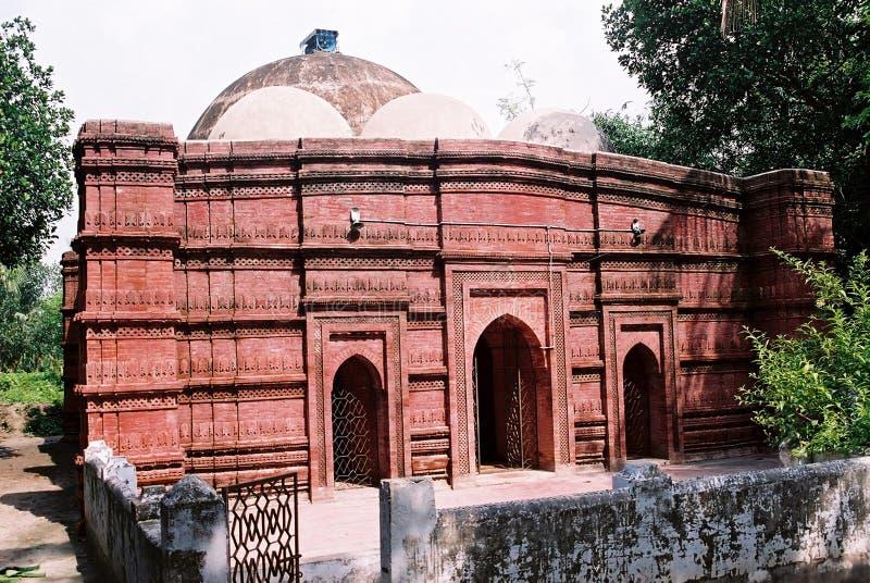 Forntida moské i Jhenaidah royaltyfria foton
