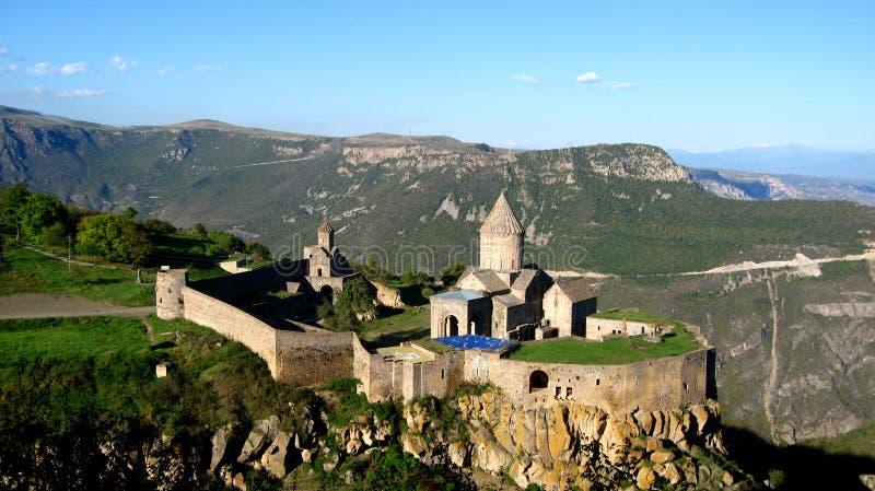Forntida ortodox stenkloster i Armenien, Tatevkloster som göras av grå tegelsten arkivbild