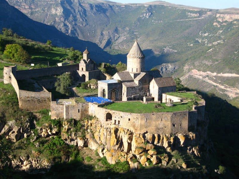 Forntida ortodox stenkloster i Armenien, Tatevkloster som göras av grå tegelsten royaltyfria foton