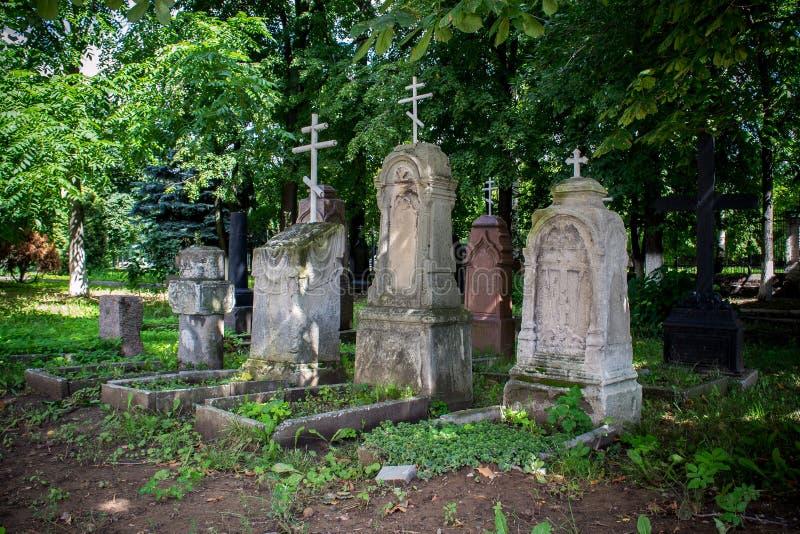 Forntida ortodoxa gravar royaltyfria bilder