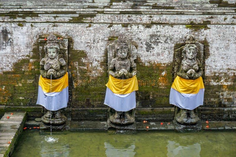 Forntida pöl av balinesetemplet Goa Gajah, elefantgrotta i Bali, Unesco i Indonesien royaltyfria bilder