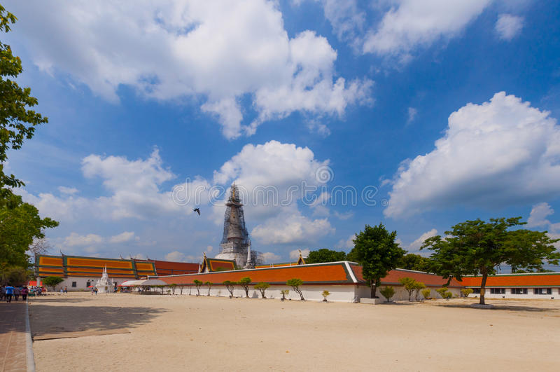 Forntida pagod i den Wat Mahathat templet, Nakhon Si Thammarat, Sout royaltyfri foto