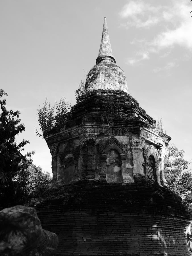forntida pagoda buddistisk stupa Svart & vit fotografering för bildbyråer