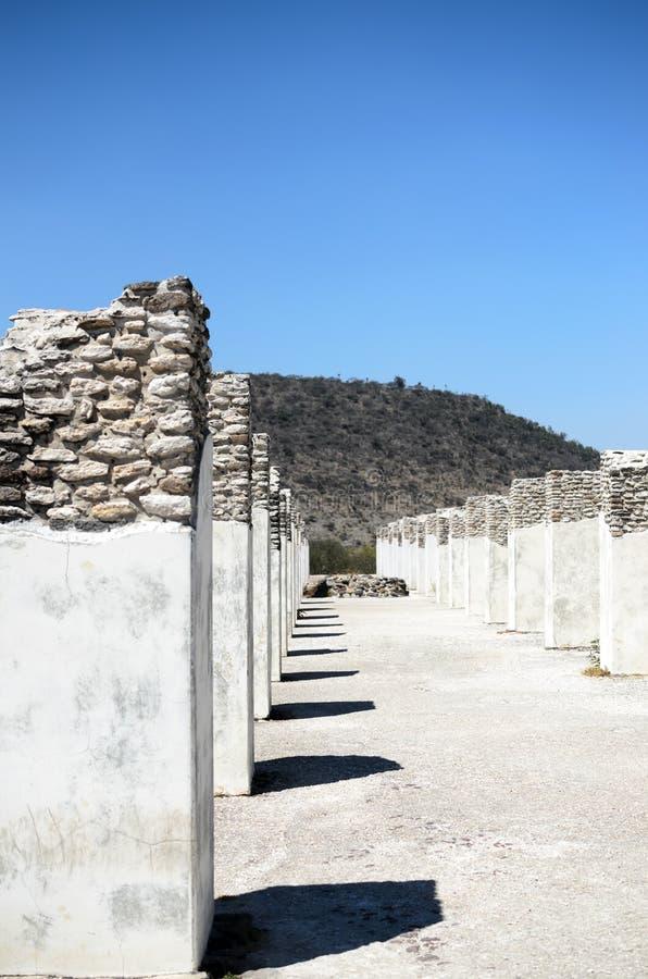 Forntida pelare av Toltec civilisation arkivbild