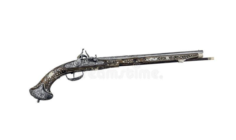 Forntida pistol eller musköt på en vit bakgrund arkivbild