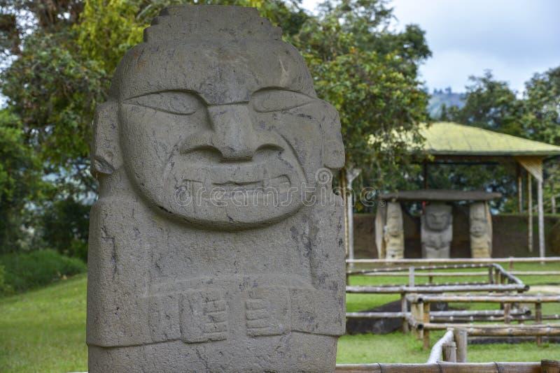 Forntida pre-columbian statyer i San Agustin, Colombia royaltyfria bilder