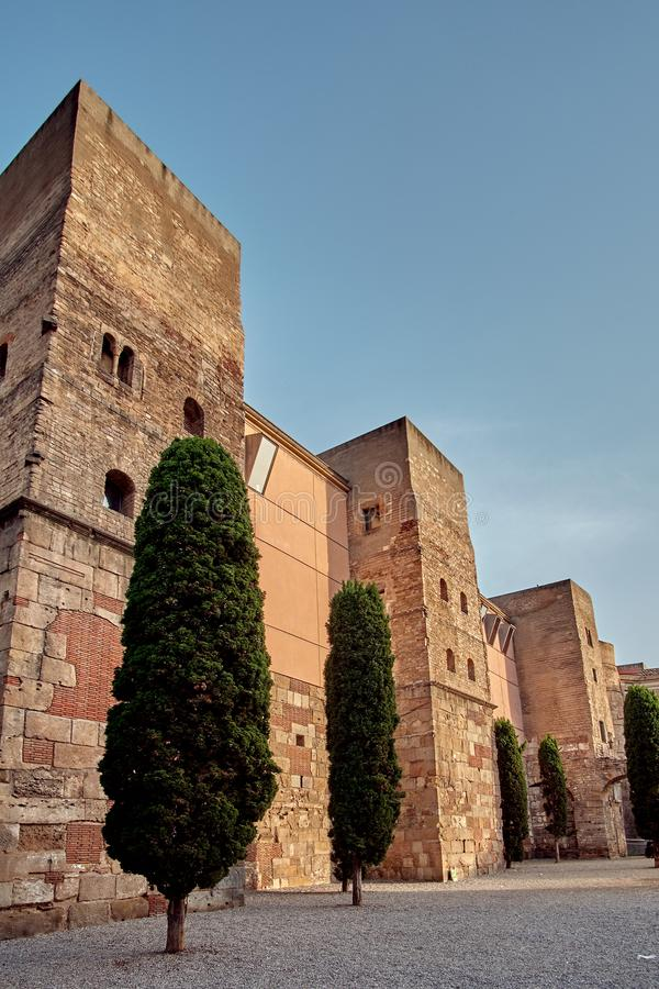 Forntida Roman Gate och Placa nova, Barri Gothic Quarter, Barcelona, Spanien arkivbild
