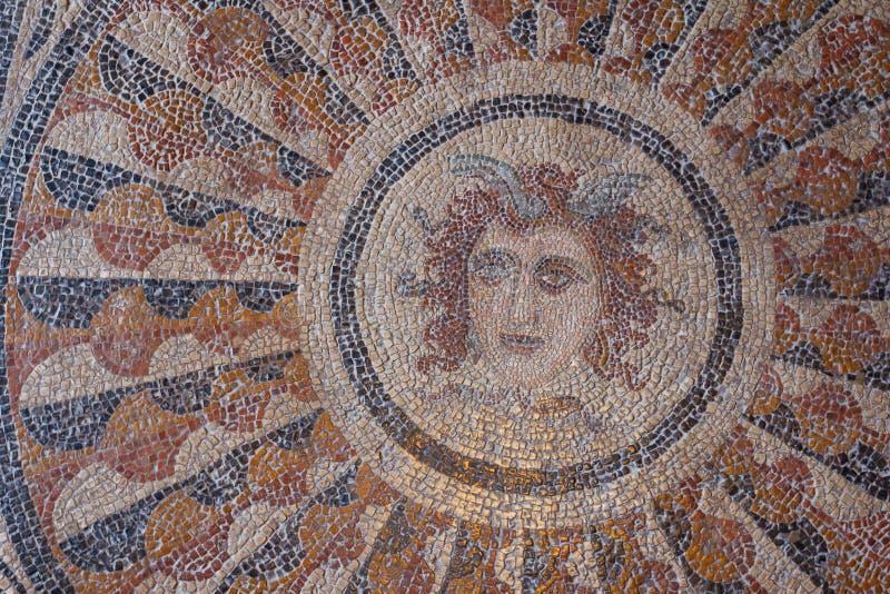 Forntida romersk mosaik på golvet royaltyfria foton