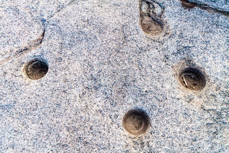 Forntida sakral plats nära Cafayate, Argentina Hål i vaggar föreställer stjärnor av konstellationer Detta är ett sydligt arkivbilder