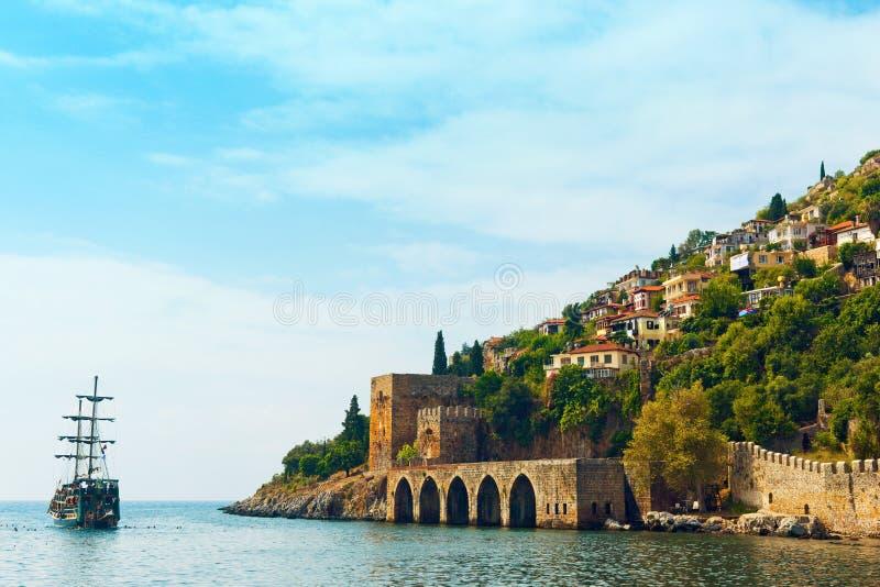 Forntida skeppsvarv`-Tersane ` i den Alanya slotten royaltyfri foto