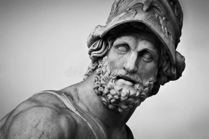 Forntida skulptur av Menelaus som stöttar kroppen av Patroclus florence italy fotografering för bildbyråer