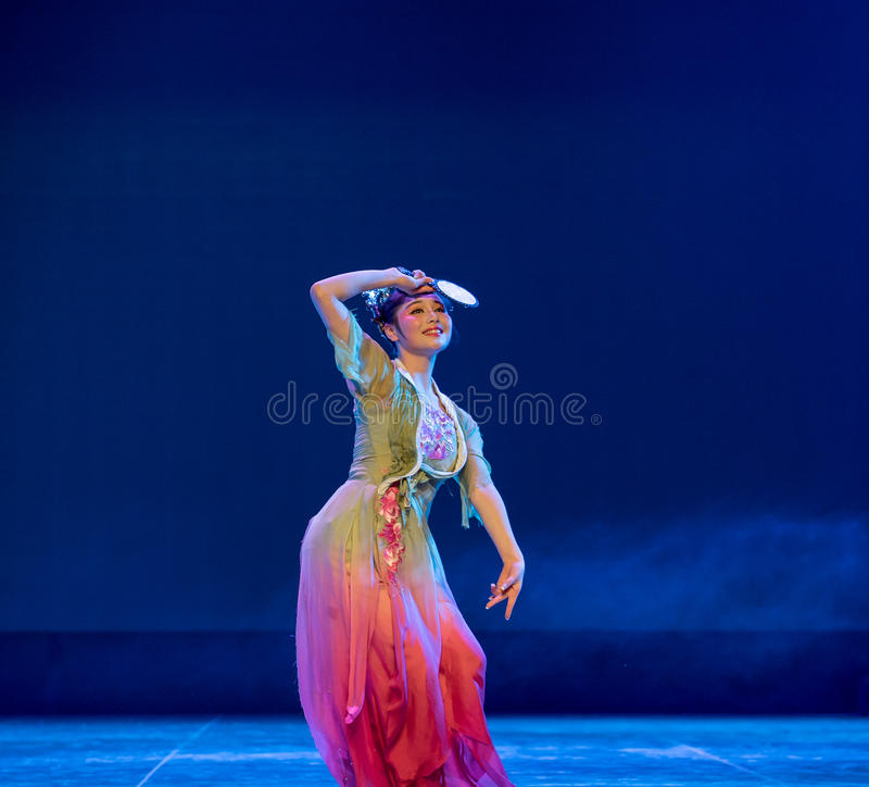 Forntida spegel - kinesisk klassisk dans royaltyfri foto