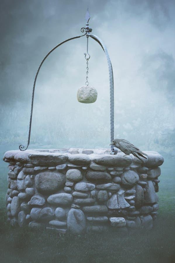 Forntida springbrunn i dimman royaltyfria bilder