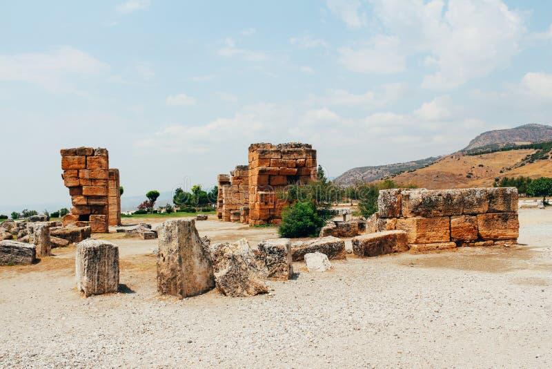 Forntida stad Hierapolis i Pamukkale, Turkiet fotografering för bildbyråer