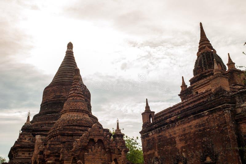 Forntida stad i Bagan Archaeological Zone, Myanmar med över 200 fotografering för bildbyråer