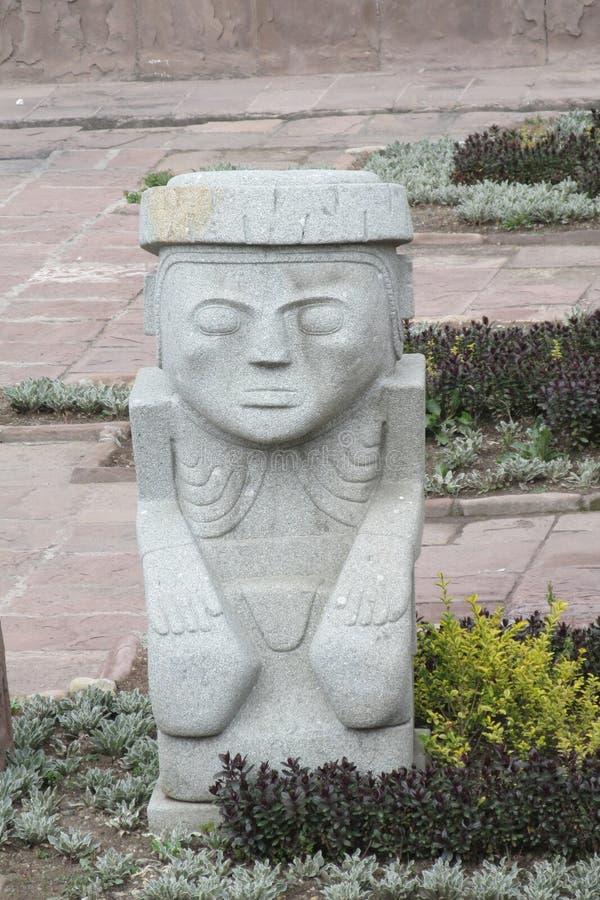 Forntida staty från arkeologisk plats för Tiwanaku inca royaltyfria foton