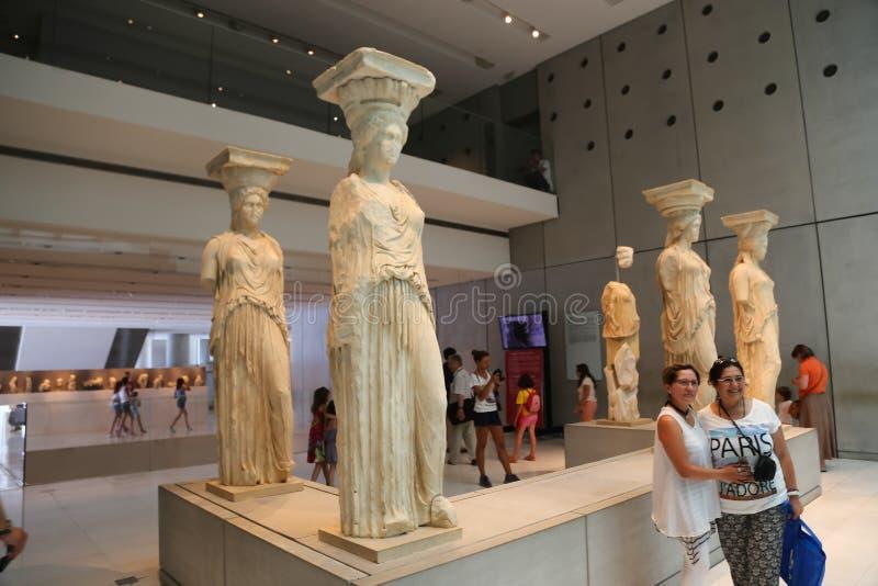 Forntida staty på akropolmuseet i Aten Grekland arkivfoton