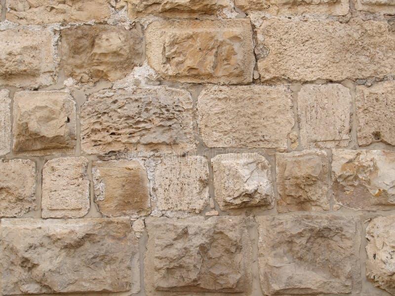 Forntida sten som lägger från kalksten, en bakgrund arkivfoto
