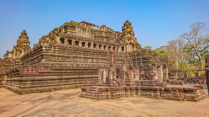 Forntida stenslott i Angkor Wat Angkor Thom, under av woren royaltyfria bilder