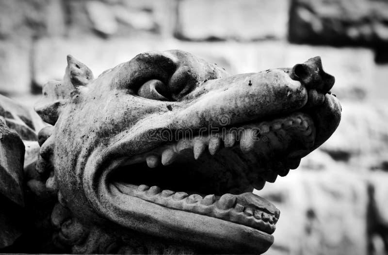 Forntida stilskulptur av den ilskna vargen i Florence, Italien royaltyfri fotografi