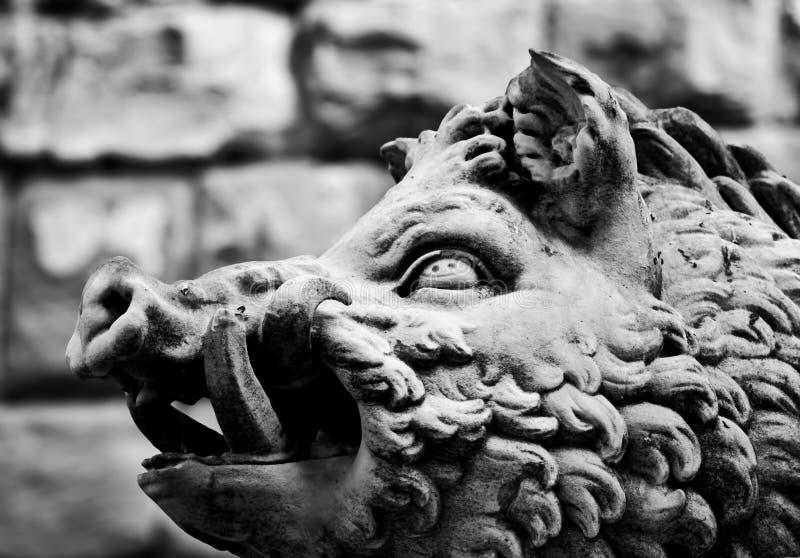 Forntida stilskulptur av vildsvinet i Florence, Italien royaltyfri fotografi