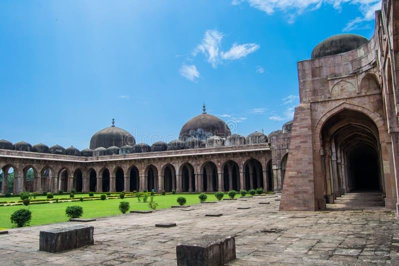 Forntida storslagen moské royaltyfria bilder