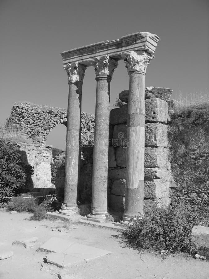 forntida svart white för kolonnephesusavsnitt royaltyfri fotografi