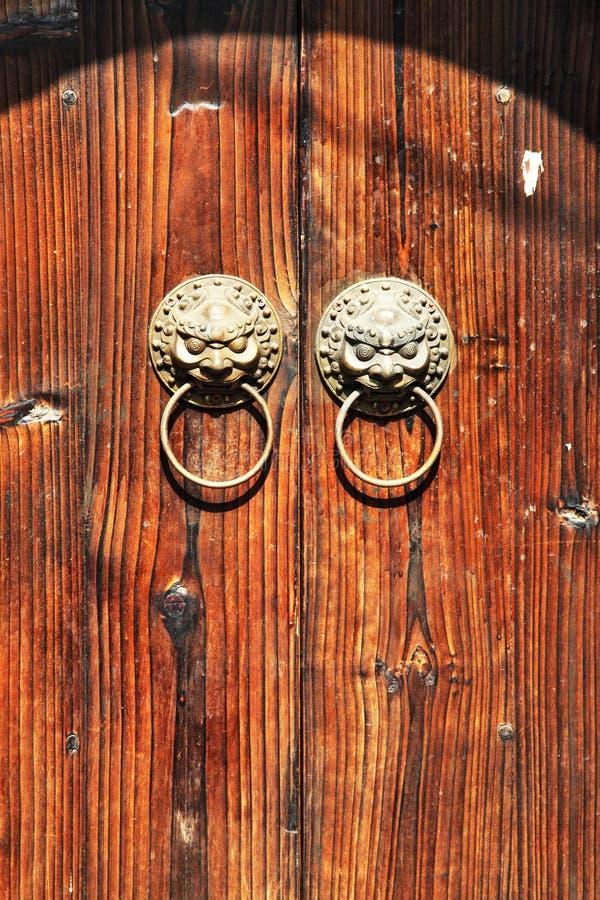 forntida tät dörrbild upp arkivfoton