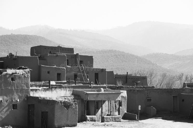 Forntida Taos Pueblo royaltyfria foton