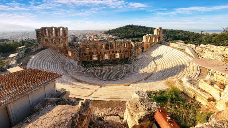 Forntida teater i sommardag i akropolen Grekland, Athnes fotografering för bildbyråer