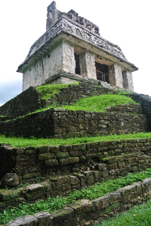 Forntida tempel av palenque i chiapas royaltyfri fotografi