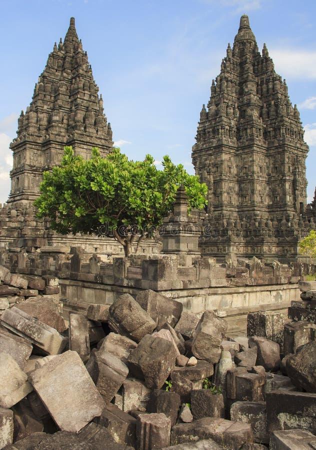 Forntida tempel av Prambanan Yogyakarta Indonesien royaltyfri fotografi
