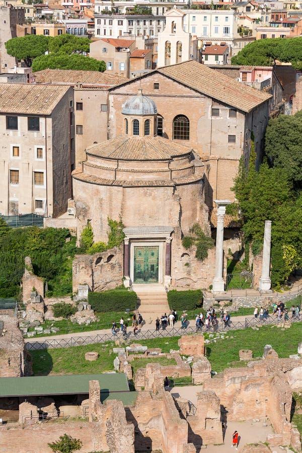 Forntida tempel av Romulus på Roman Forum, Rome, Italien, Europ arkivbilder