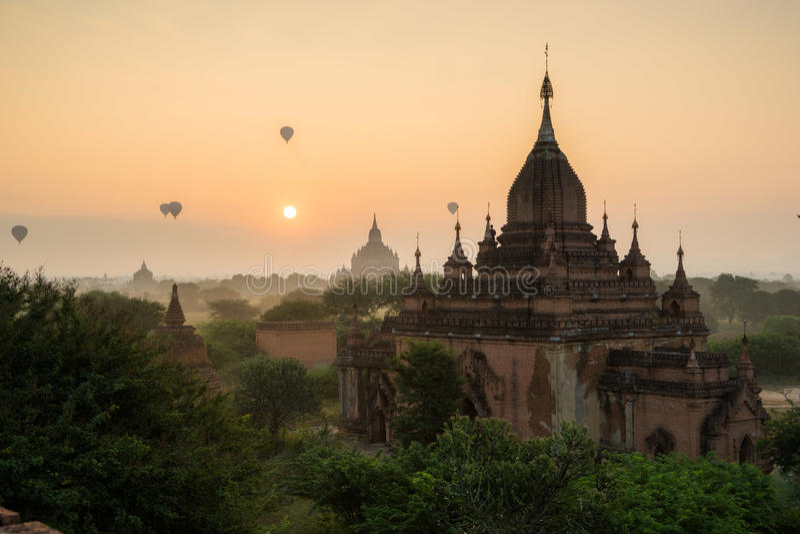 Forntida tempel i Bagan, Myanmar royaltyfria foton