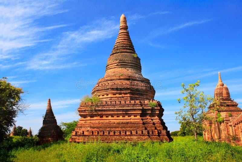 Forntida tempel i den arkeologiska zonen, Bagan, Myanmar arkivbilder