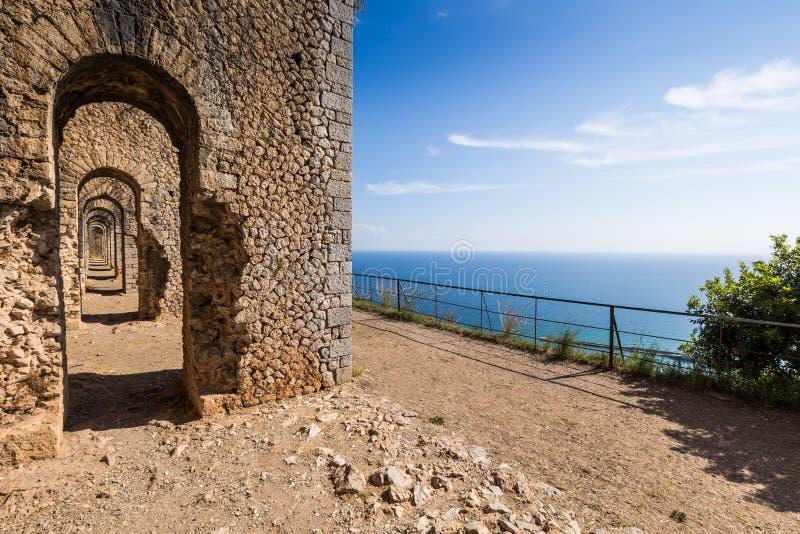 Forntida tempel i Terracina, Lazio, Italien royaltyfria foton