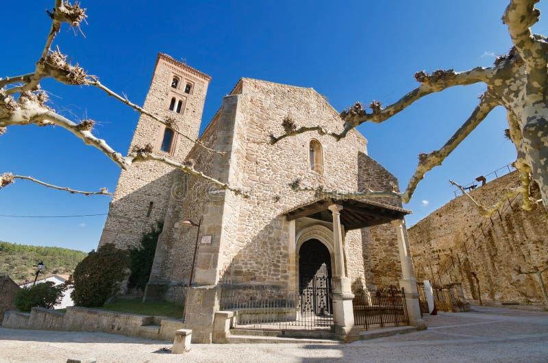 Forntida 14th århundrade kyrkliga Santa Maria del Castillo i Buitrago de Lozoya, Madrid, Spanien royaltyfria bilder