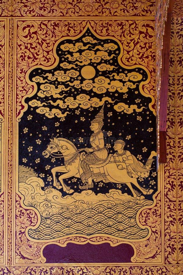 Forntida thailändsk modell på väggen i Thailand Buddhatempel, asiatisk Buddhastilkonst, härlig modell på tempelväggen royaltyfri foto