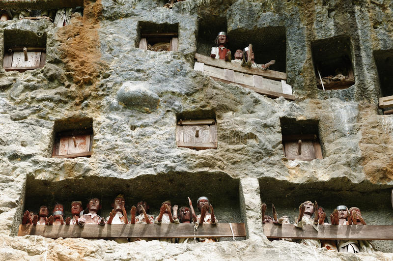 forntida toraja för indonesia sulawesi tanatomb arkivbilder